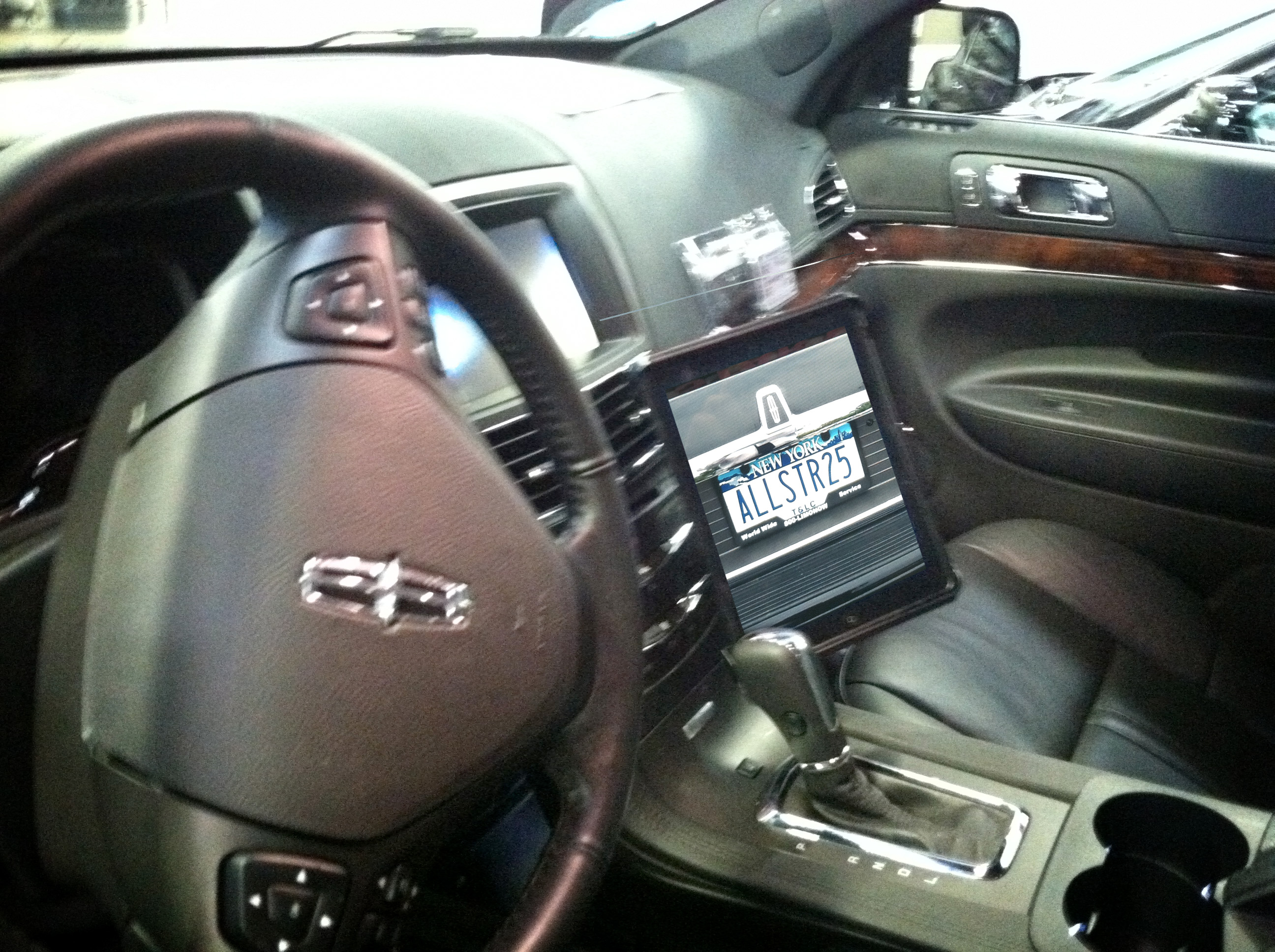 2013 MKT Lincoln Town Car with All Star Limo's new iPads!